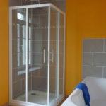 Douche et baignoire de la chambre Matisse