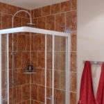 La douche de la chambre Coquelicot
